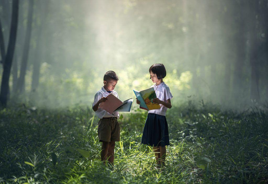 Kinderen lezen elkaar voor